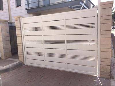 שערים חשמליים לחניה פרטית - דגם שניר ורז 12