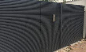 שערים מעוצבים מאלומיניום בצבע שחור