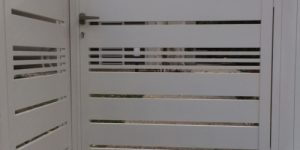 שער כניסה מאלומיניום בצבע לבן - דגם צף 34