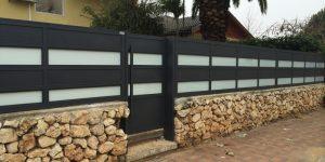התקנת שערים מאלומיניום על חומה - דגם רותם 22