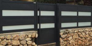שער כניסה מעוצב מאלומיניום בשילוב זכוכית - דגם רותם 23
