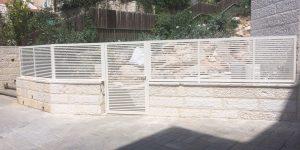 גדרות ושערים לבתים פרטיים בעיצוב דגם רז 1
