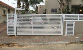 שער הזזה חשמלי לחניה של בית פרטי – דגם רז 19