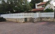 גדר אלומיניום לבנה מסביב לבית – דגם שניר ורז 2