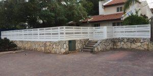 גדר אלומיניום לבנה מסביב לבית - דגם שניר ורז 2