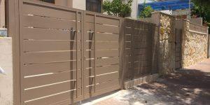 עיצוב שערים לבית - שער כניסה וחניה מאלומיניום - דגם שניר 1