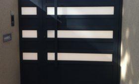 שער כניסה מעוצב מאלומיניום בצבע שחור – דגם שניר 19