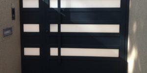 שער כניסה מעוצב מאלומיניום בצבע שחור - דגם שניר 19