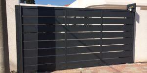 התקנת שערים חשמליים לחניה של בית פרטי - דגם שניר 16