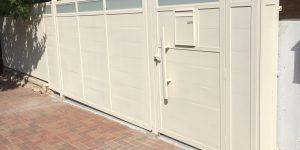 שער אלומיניום חשמלי לחניה - דגם רותם 6 בצבע לבן