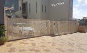 שערים חשמליים מאלומיניום לכניסה של בית פרטי